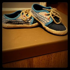 Kids Cat and jack gym shoes